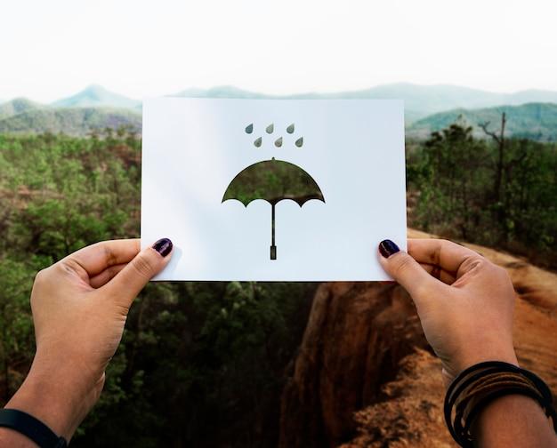 Дождевой сезон перфорированный бумажный зонтик