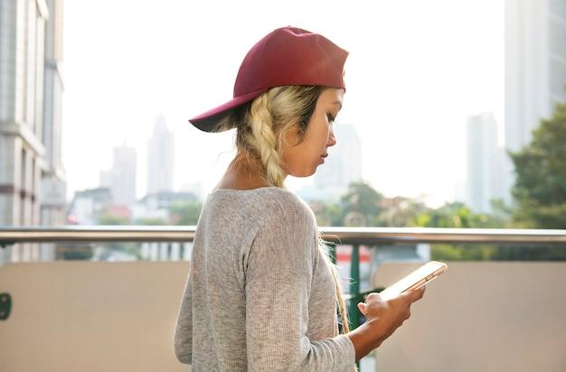 若い、女、スマートフォン、都市、風景