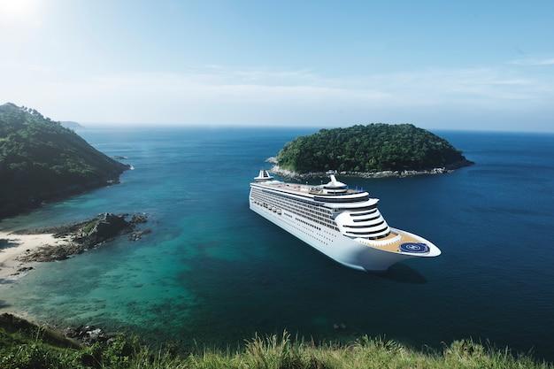 青空で海のクルーズ船