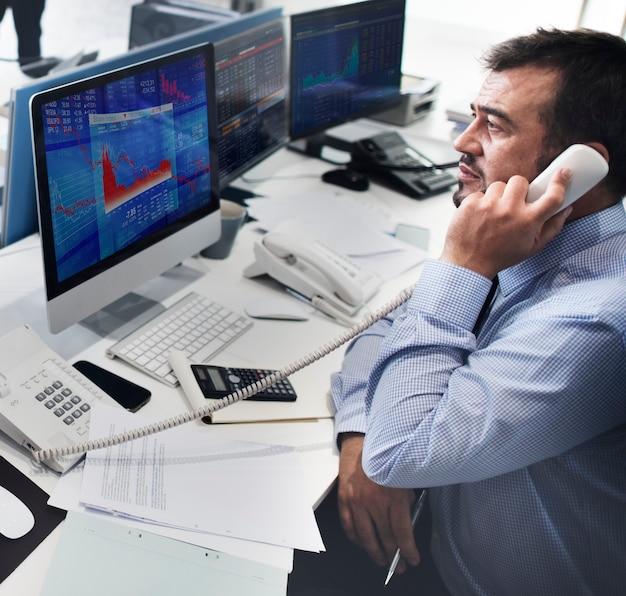 ビジネスマン働く財務トレーディングストックコンセプト
