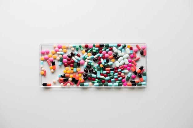 医薬品、様々な薬の航空写真