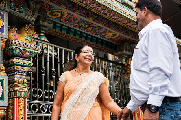 Индийская пара проводит время вместе