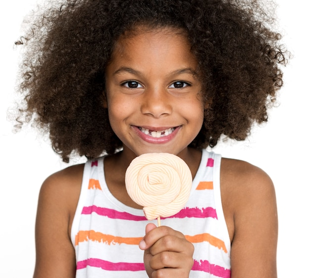 ロリポップで幸せな女の子の肖像