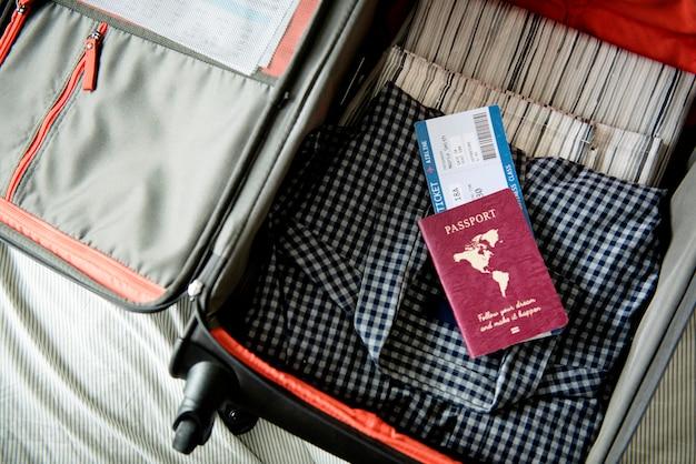 旅行の荷物を詰める