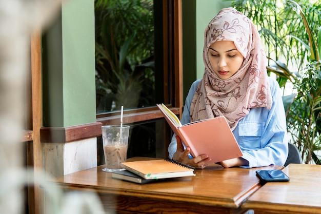 イスラムの女性読書