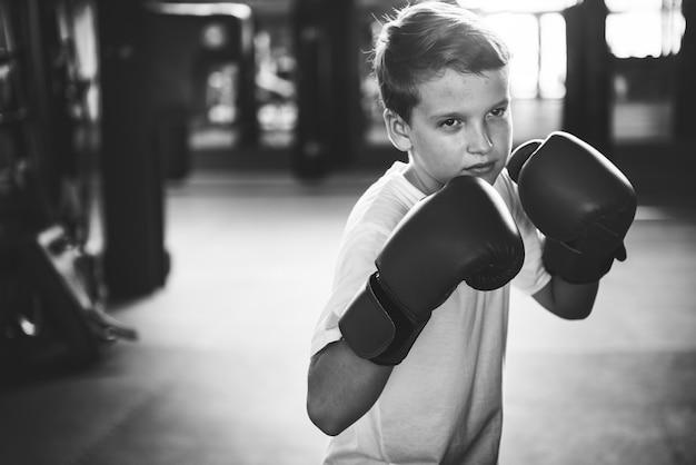 ボーイボクシングトレーニングパンチング練習コンセプト