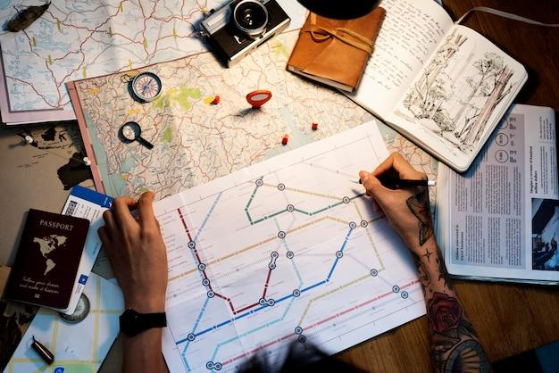 タトゥーの手のルートマップと航空写真