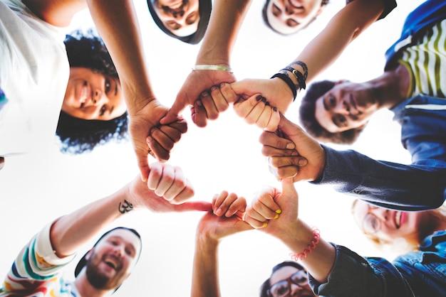 Совместная работа дружбы счастливая концепция