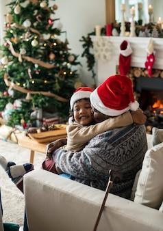 クリスマス休暇を楽しむ人々