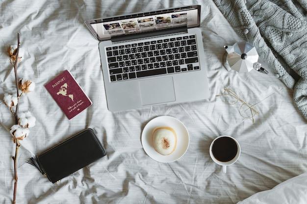 コンピュータ、ラップトップ、ベッド、航空写真