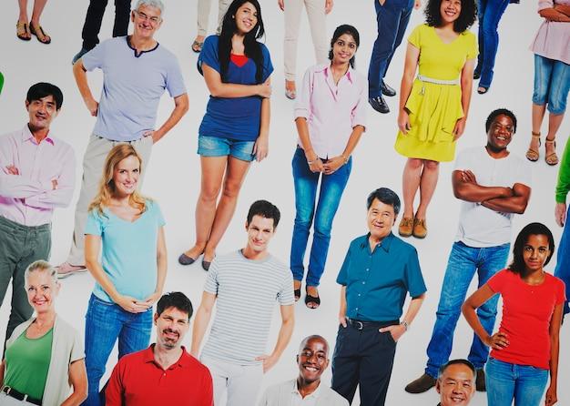 多様な人々コミュニティの群衆コミュニケーションのコンセプト