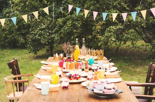 テーブルの設定食品祝賀パーティーコンセプト