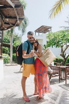 新婚旅行のカップル