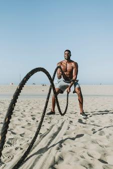 Подходит для человека, тренирующегося с боевыми канатами