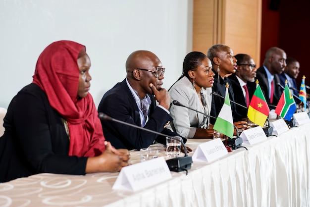 Многообразие люди представляют международную конференцию партнерство