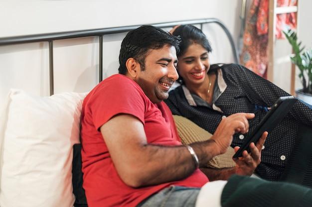 Счастливая индийская семья