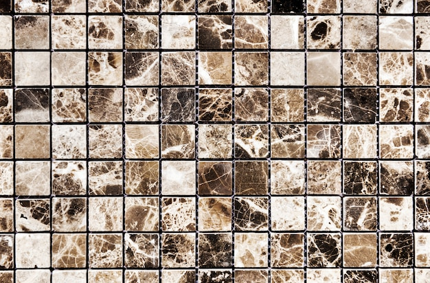 ブラウンと白の格子模様の大理石の壁