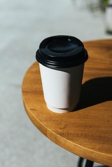 使い捨てのコーヒーの模型