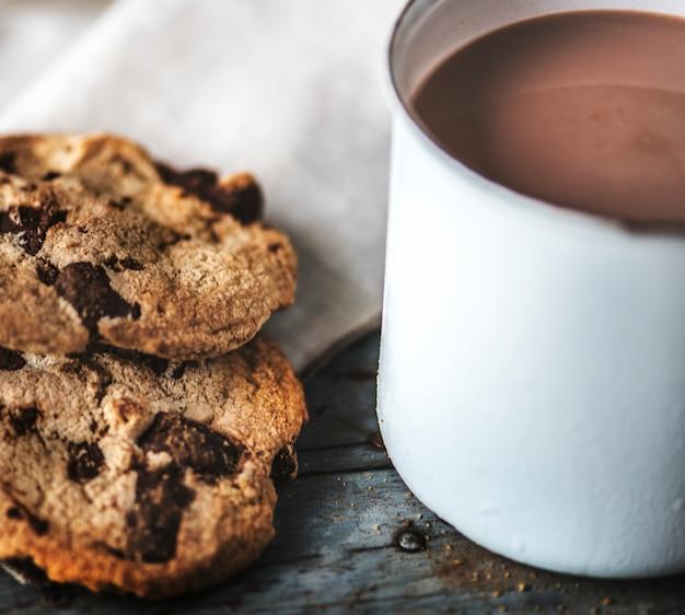 チョコレートチップクッキー入りホットチョコレート
