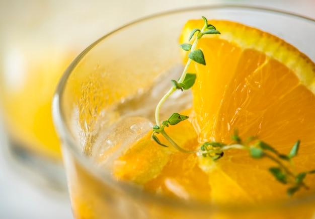 オレンジとタイムは水のレシピを注入