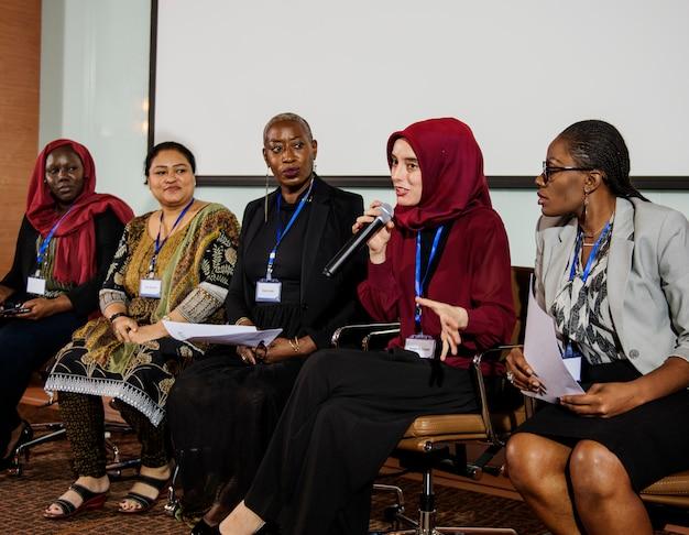 Люди разнообразия представляют международное партнерство конференции