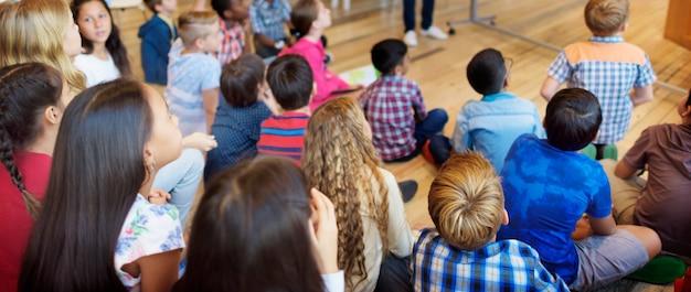 子供の同伴者の多様性民族性統一概念