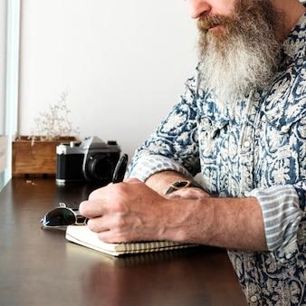 作家ジャーナリズム想像力小説家メッセージ概念
