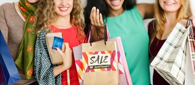 女性ショッピング支出消費者買い物中毒コンセプト