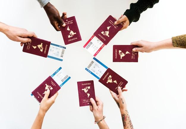 Готов путешествовать с паспортами в руках