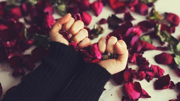 Разбитое сердце грусть разочарование цветок листья