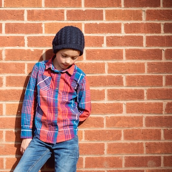 ファッショナブルな少年ハンサムな魅力的なコンセプト