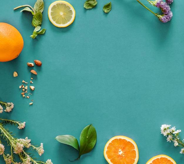 熱帯の柑橘系の果物の背景の品揃え