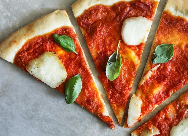 自家製ビーガンマルゲリータピザ食品写真