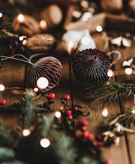 クリスマスの飾りと装身具