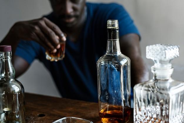 アルコール依存症の成人