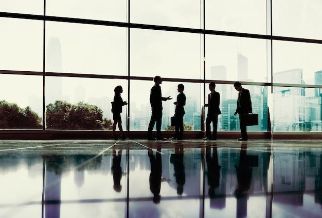 ビジネス人々コミュニケーションオフィス街のコンセプト