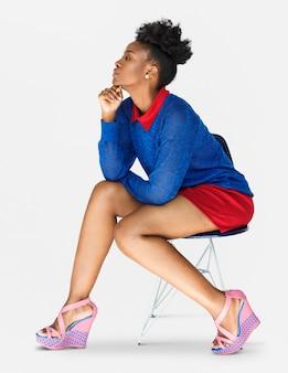 アフリカの女性の自信の自尊心スタジオポートレート