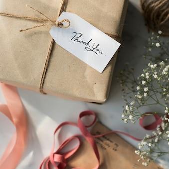 Подарочная коробка с биркой