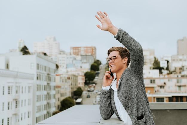 サンフランシスコの屋上からこんにちは手を振っている人