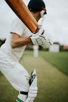 アクションのフィールド上のクリケット選手