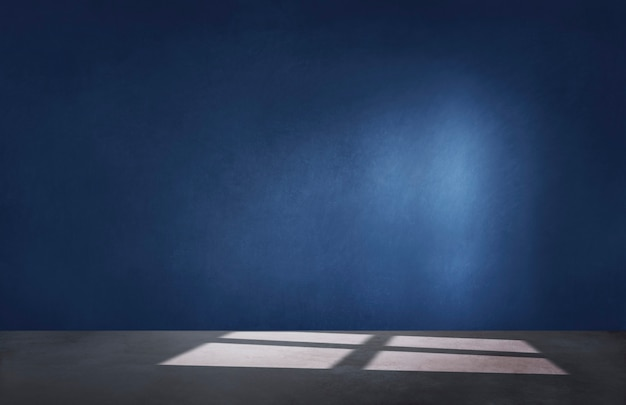 コンクリートの床と空の部屋で暗い青い壁