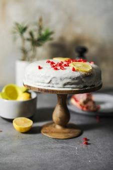 ザクロの種子とレモンケーキ