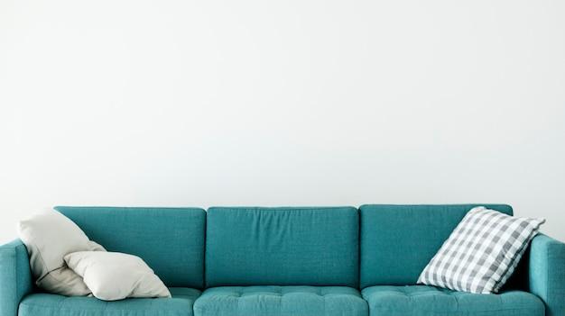 クッション付きの快適なソファ