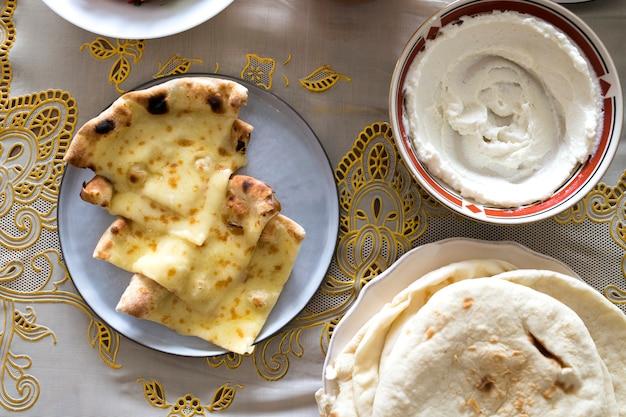 ラマダンのごちそうのためのおいしい食べ物