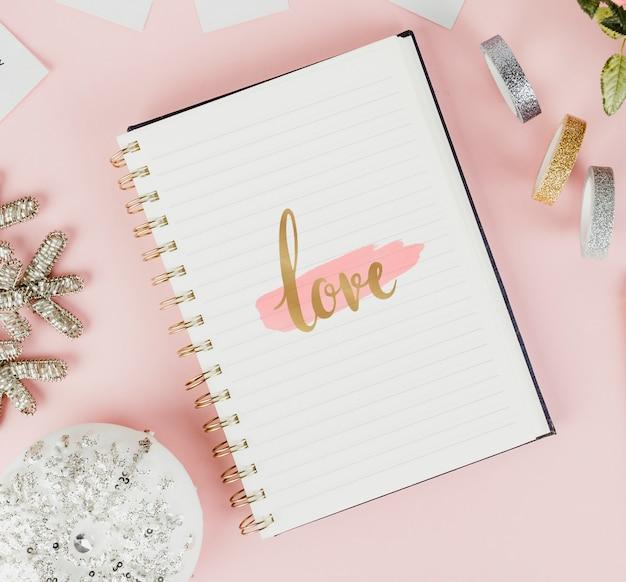 ノートブックで愛のスケッチ