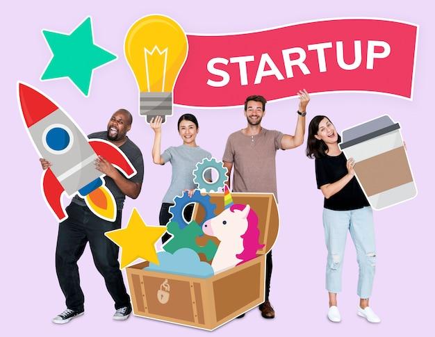 起動のためのアイデアの宝庫を持つクリエイティブな人々