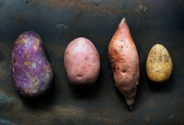 Различные сорта органического картофеля