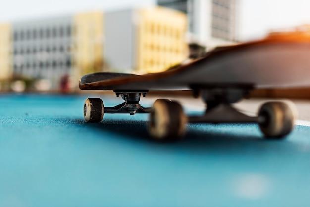 スケートボード練習フリースタイルエクストリームスポーツコンセプト