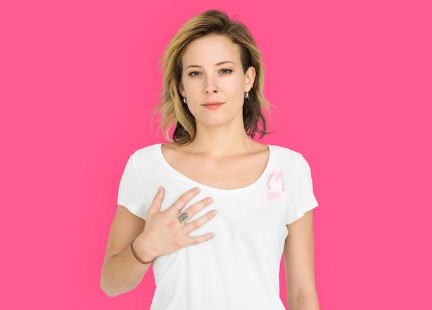 Женщина, улыбаясь счастье рак молочной железы портрет осведомленности