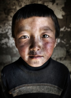 モンゴルの男の子の肖像画